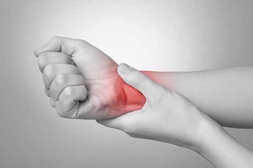 Darstellung von Schmerzen an der Hand und dem Handgelenk nach Golf